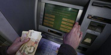 ПриватБанк тимчасово призупинить роботу всіх платіжних систем