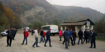 На Прикарпатті селяни знову перекрили дорогу державного значення, вимагаючи її ремонту