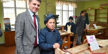 Прикарпатським депутатам показали, як виховують учнів Печеніжинської школи-інтернату. ФОТО