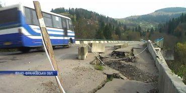 На Прикарпатті люди вимагають відремонтувати аварійний міст