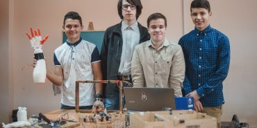 """Роборуки, """"Розумний дім"""" і рухомі сонячні батареї: як коломийські студенти-електроніки створюють майбутнє. ФОТО"""