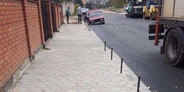 На Франківщині авто провалилося у незакритий люк. ФОТОФАКТ
