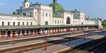 Через капітальний ремонт дільниці Івано-Франківськ – Рахів зміниться розклад руху потягів