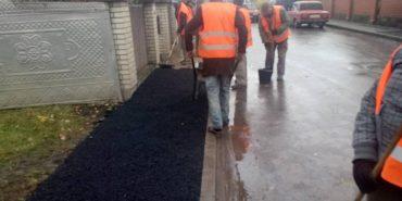 Капітальний ремонт тротуарів, садіння дерев і прибирання вулиць: коломийські комунальники звітують про роботу. ФОТО