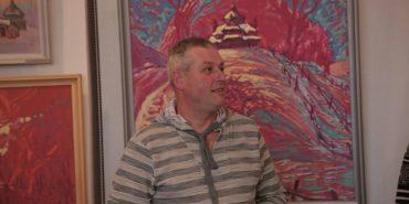 """""""Розповідь одного кольору"""": у Коломиї відкрили виставку косівського живописця"""