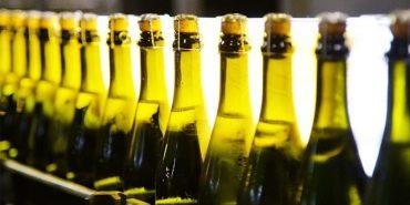 Шампанське та коньяк незабаром зникнуть з полиць українських магазинів