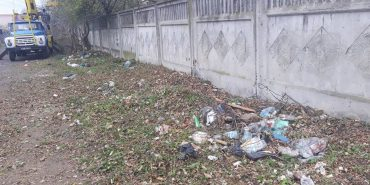 Комунальники закликають коломиян не викидати сміття де заманеться. ФОТО