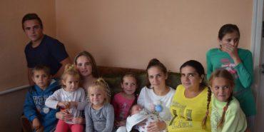 Щасливі разом: сім'я на Прикарпатті виховує 11 дітей. ФОТО