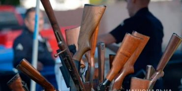 Прикарпатці добровільно здали в поліцію 57 одиниць зброї та боєприпасів