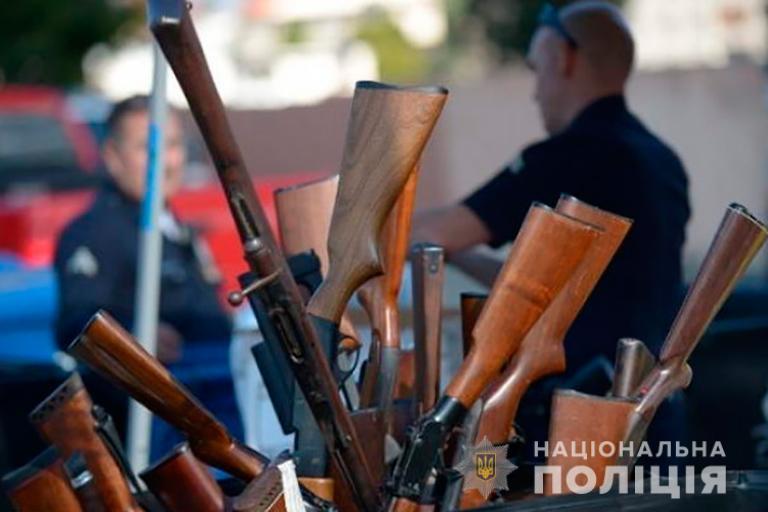 Прикарпатці добровільно здали в поліцію 165 одиниць зброї та боєприпасів