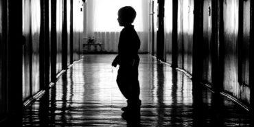 На Прикарпатті жінка відмовилася від двох рідних дітей