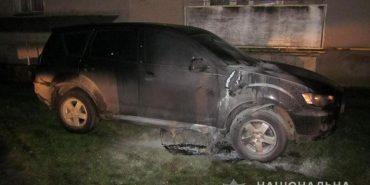Правоохоронці розшукують зловмисників, які підпалили автівку у Коломиї. ФОТО