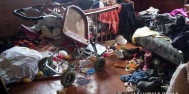 На  Прикарпатті поліцейські вилучили у матері двох дітей-дошкільнят