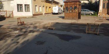 У середмісті Коломиї встановлюють новий майданчик для паркування
