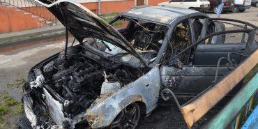 Відомі деталі пожежі іномарок, які згоріли вночі біля податкової у Коломиї. ФОТО