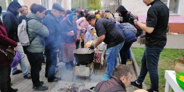 На Прикарпатті пройшов ярмарок Штефкова валіза, де збирали кошти на вольєри для собак