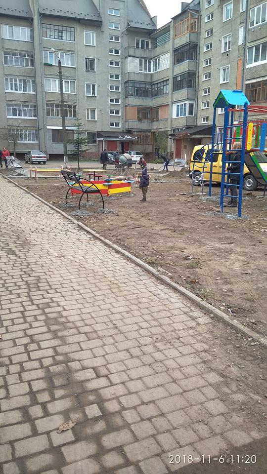 Дитячий ігровий майданчик з зоною відпочинку по вулиці Довженка