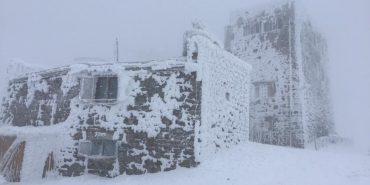 В мережі опублікували світлину засніженої обсерваторії на горі Піп Іван