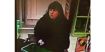 У Коломиї розшукують жінку, яка здійснила крадіжку в магазині. ФОТО+ВІДЕО