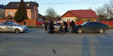 """У Коломиї трапилася аварія: зіткнулися """"Skoda та """"Лада"""". ФОТО"""