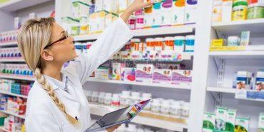 В Україні можуть заборонити продавати в аптеках шприци, крапельниці і БАДи