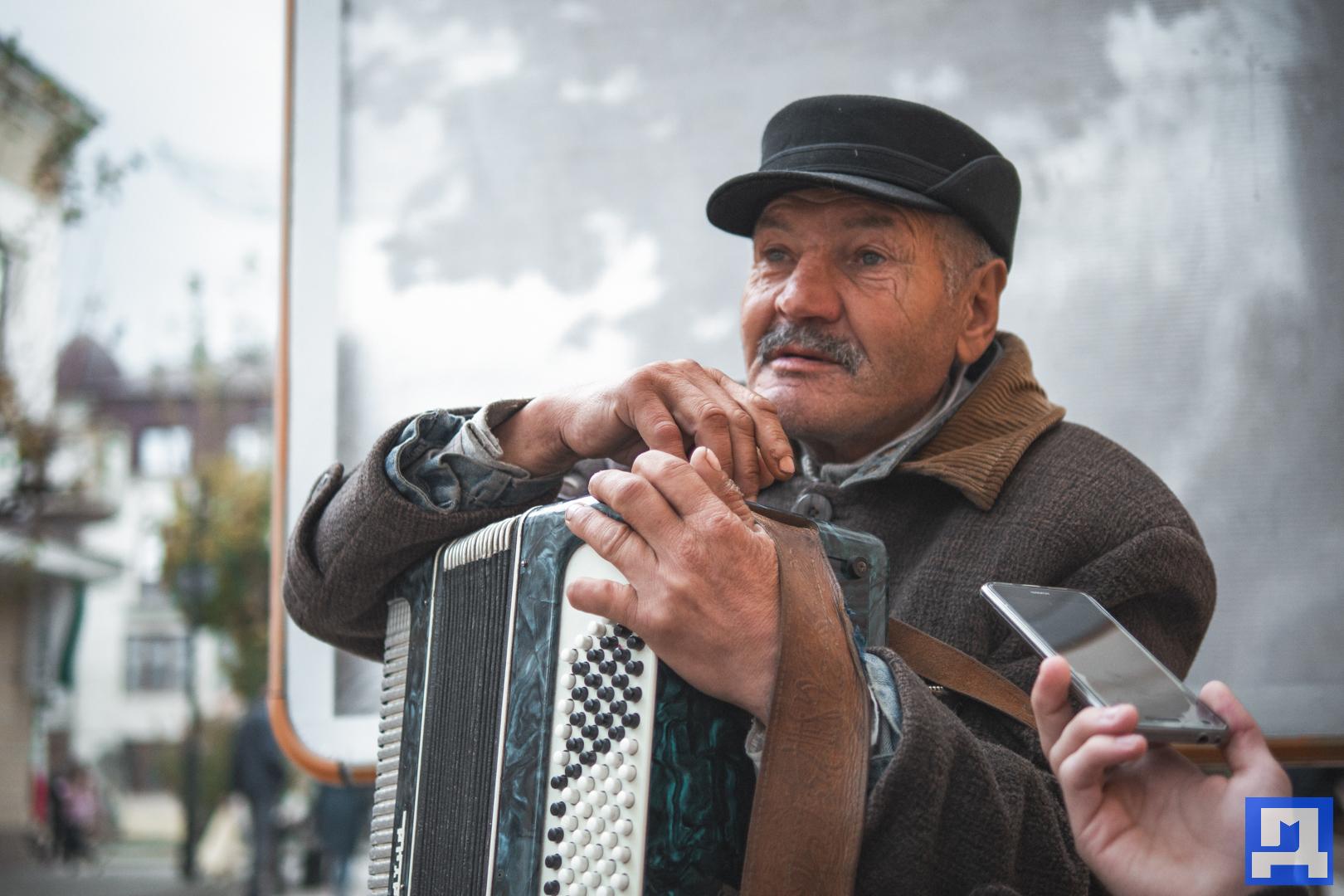 Vulychnyj-muzykant-Vasyl-Dronyk-6.jpg