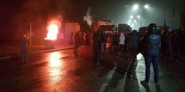 Євробляхери блокують дорогу на кордоні –  рух на пунктах пропуску ускладнений. ФОТО