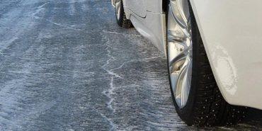 Укравтодор закликав бути обережними: на дорогах ожеледиця