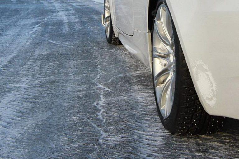 Прикарпатських водіїв попереджають про ожеледицю на дорогах
