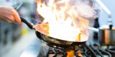 На Коломийщині через пожежу на кухні ледь не згоріла 55-річна жінка