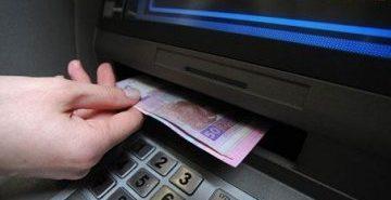 На Городенківщині медсестра поцупила з банкомату 10 тис. грн, але гроші довелося повернути