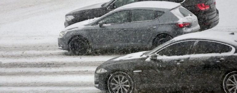 22 аварії за добу – дорожники закликають водіїв бути обачними на дорогах