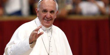 Папа Римський у традиційному різдвяному привітанні попросив миру для України