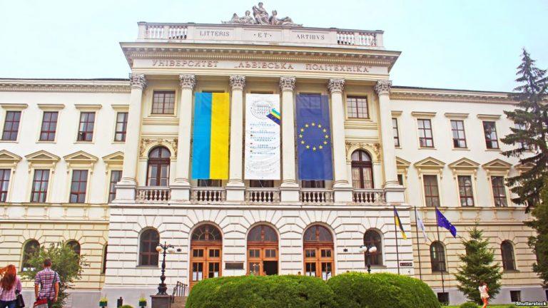 """Студенти """"Львівської політехніки"""" йдуть на вимушені двомісячні канікули"""