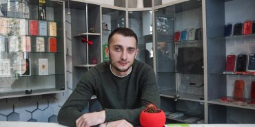 Крізь злидні і випробування до власної справи і доброчинності: історія коломиянина Миколи Яківчука