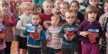 """Понад 3,5 тисячі дітей з Коломиї та району вже отримали подарунки від фонду """"Покуття"""" на Миколая. На черзі – ще 6 тисяч дітей. ФОТО"""