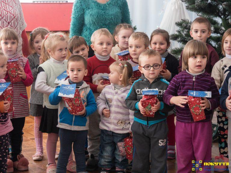 """Понад 3,5 тисячі дітей з Коломиї та району вже отримали подарунки від фонду """"Покуття"""" на Миколая. На черзі - ще…"""