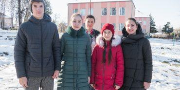 У Ковалівці школярі вчать все село сортувати сміття. ФОТО