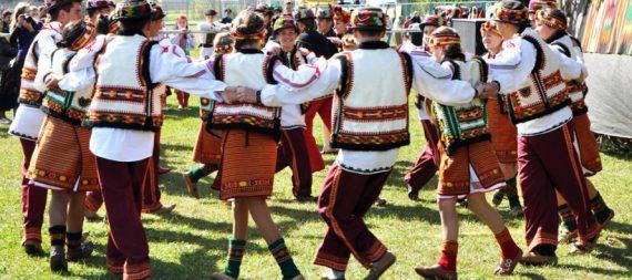 Прикарпатські фахівці дослідили історію гуцульської моди. ВІДЕО