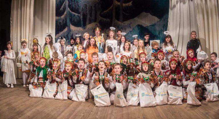 """Понад 9 тисяч дітей з Коломиї та району отримають подарунки на Миколая від фонду """"Покуття"""""""