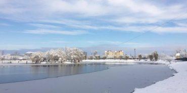 Рятувальники повідомили, чи безпечний лід на озері в Коломиї