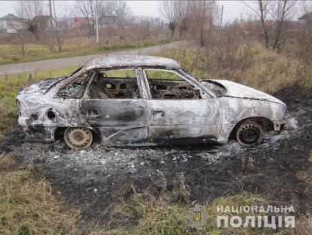 Хотіли поїхати на дискотеку: на Коломийщині троє молодиків вкрали і спалили автомобіль