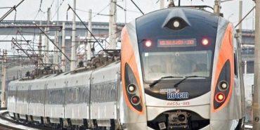 Укрзалізниця призначила на свята ще кілька додаткових поїздів у західному напрямку