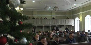 На останній цьогорічній сесії Коломийської міської ради колядували й уточнювали бюджет. ВІДЕО