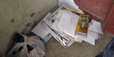 Антисанітарія у під'їзді та вгодовані гризуни: коломиянка зробила смітник у власній квартирі. ВІДЕО