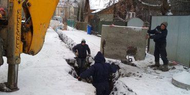 На вулиці Довбуша у Коломиї реконструюють водогін. ФОТОФАКТ