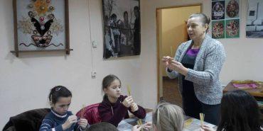 У Музеї писанки вчили робити ялинкові прикраси з соломи. ФОТО