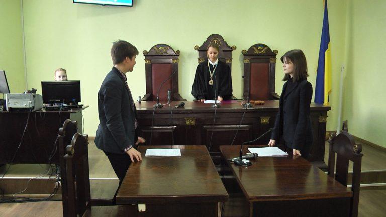 Коломийські школярі провели судове засідання. ВІДЕО