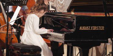 Юні віртуози: 9-річна коломиянка зіграла концерт у супроводі Академічного камерного оркестру. ВІДЕО