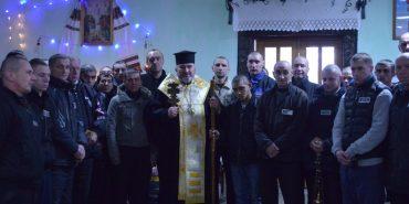 Напередодні Різдва владика Василій відвідав ув'язнених, безпритульних та дітей-сиріт. ФОТО
